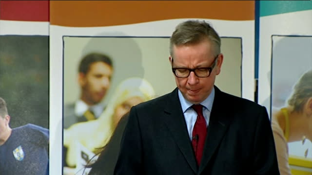 vídeos y material grabado en eventos de stock de michael gove calls for private schools to be the model for state schools london the london academy of excellence int photographers taking pictures of... - model t