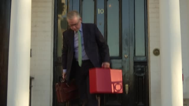london ext michael gove mp leaving home with red ministerial box and greeting press before getting into car and away sot - michael gove stock-videos und b-roll-filmmaterial