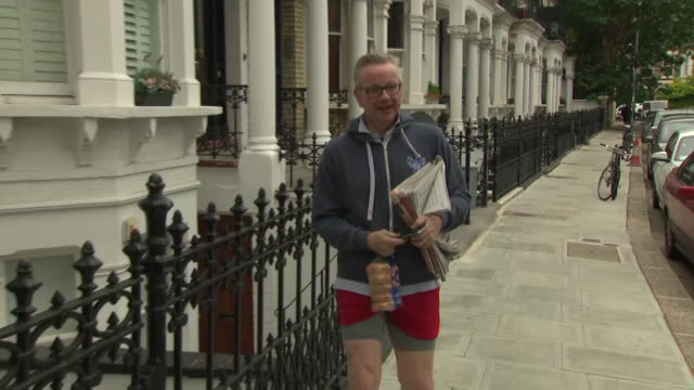 michael gove mp jogging back to his house carrying some bagels avoiding questions from reporters about whether he will enter the conservative... - michael gove stock-videos und b-roll-filmmaterial