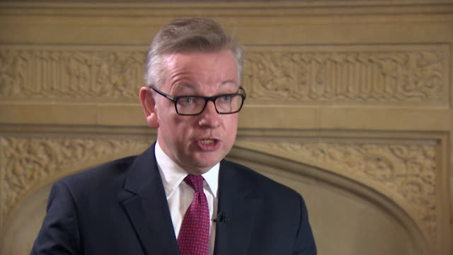 michael gove saying that having worked up close with boris johnson during the referendum campaign he feels boris did not pass the tests that would be... - michael gove stock-videos und b-roll-filmmaterial