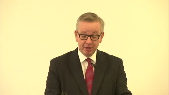 michael gove saying that he does not have charisma or glamour but that he always does what he believes to be right - michael gove stock-videos und b-roll-filmmaterial