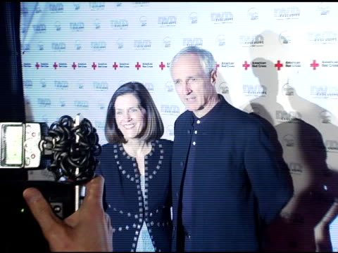 vidéos et rushes de michael gross at the dvd exclusive awards at california science center in los angeles, california on february 8, 2005. - exclusivité