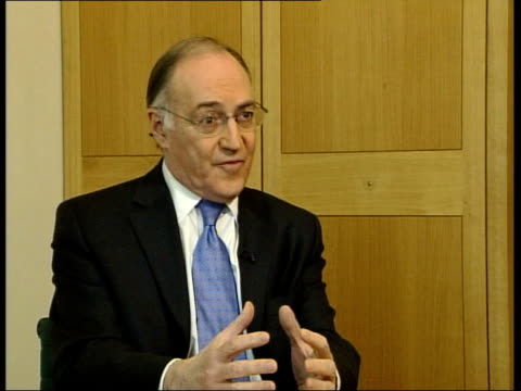 stockvideo's en b-roll-footage met itn michael howard mp interview sot i want to make it clear although i agreed with terms of reference and i've no problem with terms of reference i... - huishoudelijke dienstverlening