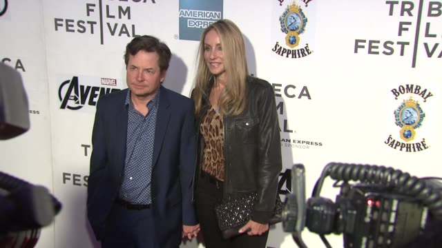 stockvideo's en b-roll-footage met michael j. fox and tracy pollan at 'marvel's the avengers' premiere - 2012 tribeca film festival closing night on 4/28/2012 in new york, ny, united... - tracy pollan