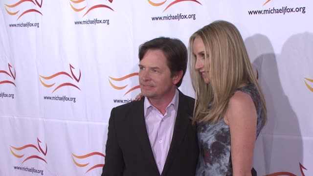 stockvideo's en b-roll-footage met michael j. fox and tracy pollan at the 2010 a funny thing happened on the way to cure parkinson's at new york ny. - tracy pollan