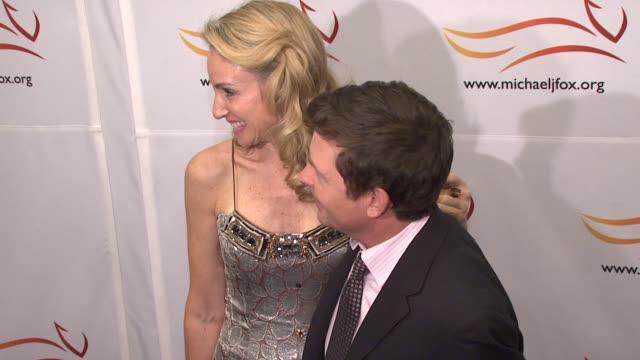 stockvideo's en b-roll-footage met michael j fox and tracy pollan at the a groovy thing happened on the way to cure parkinson's event at the sheraton hotel and towers in new york, new... - tracy pollan