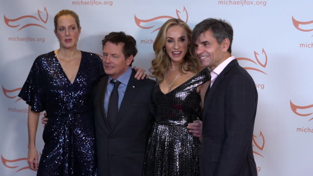 stockvideo's en b-roll-footage met michael j. fox, tracy pollan, george stephanopoulos, ali wentworth, colin quinn, and denis leary at the 2019 a funny thing happened on the way to... - tracy pollan
