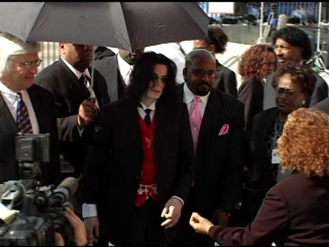 michael jackson and thomas mesereau jr at the funeral of johnnie l cochran, jr arrivals at west angeles cathedral in los angeles, california on april... - マイケル・ジャクソン点の映像素材/bロール