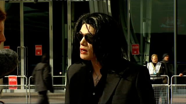 michael jackson announces summer concerts lookalike / fan vox pops england london o2 arena ext michael jackson lookalike standing outside o2 venue... - doppelgänger stock-videos und b-roll-filmmaterial