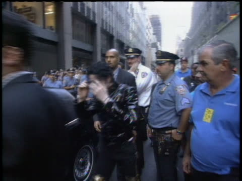 Michael Jackson arrives to the 1995 MTV Video Music Awards