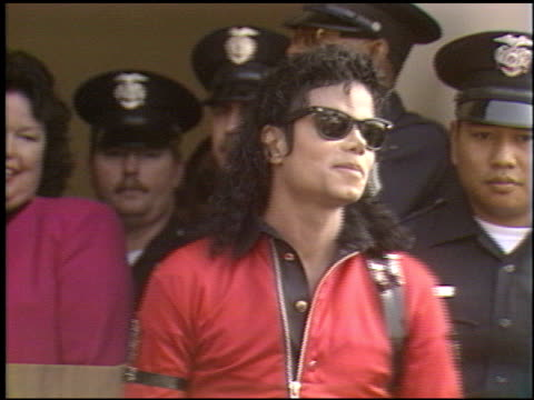 vidéos et rushes de michael jackson at the michael jackson at gardner street school on october 11, 1989. - 1980 1989