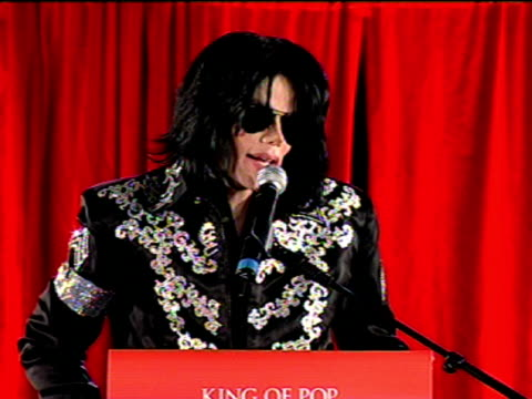 michael jackson confirms residency at 02 at the michael jackson this is it performances announcement at london . - マイケル・ジャクソン点の映像素材/bロール