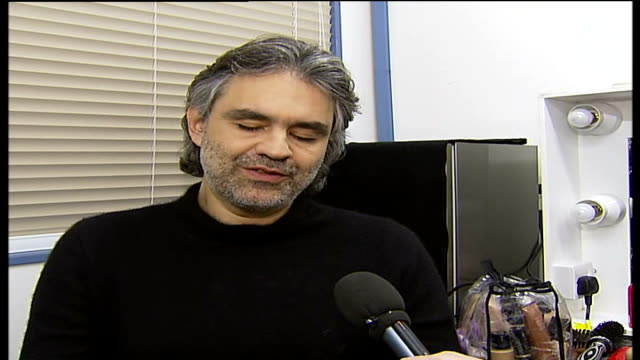 vidéos et rushes de michael jackson returns to britain for world music awards andrea bocelli interview sot i'm happy / i know many people will listen and will do my best... - andrea bocelli