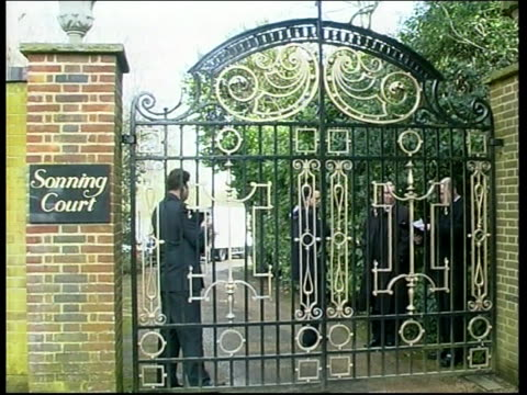 michael jackson speaks at oxford university michael jackson speaks at oxford university berkshire closed entrance gates to 'sonning court' cms sign... - closed sign stock videos and b-roll footage