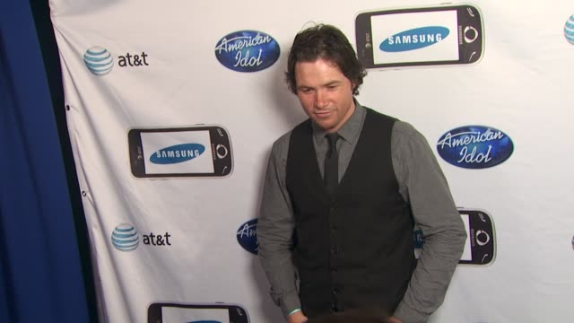 michael johns at the 'american idol' top 24 semi-finalists event at west hollywood ca. - 準決勝点の映像素材/bロール