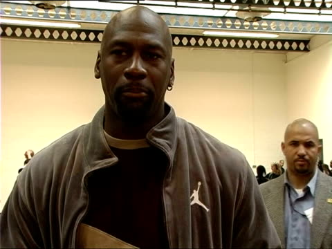 michael jordan speaking to reporters at lilian baylis technology college for opening of community basketball court in lambeth on october 20 2006 /... - ゴーティー点の映像素材/bロール