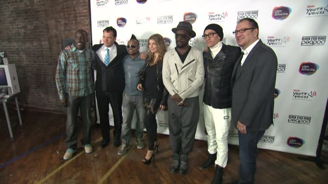 stockvideo's en b-roll-footage met michael k williams philip courtney apldeap fergie william taboo and miguel salinas at the black eyed peas at the peapod adobe youth voices academy... - apl.de.ap