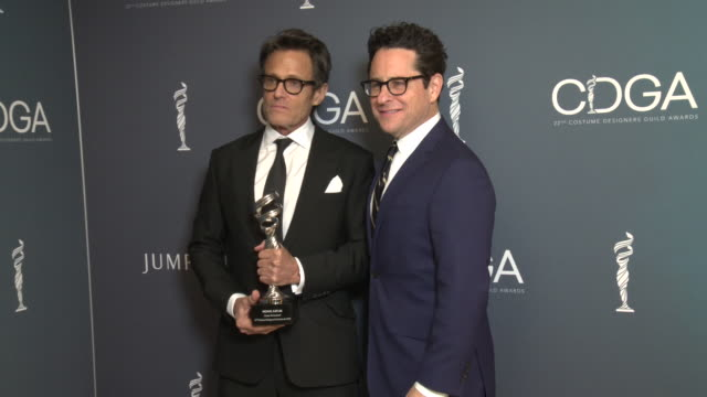 vídeos y material grabado en eventos de stock de michael kaplan and j.j. abrams at 22nd cdga at the beverly hilton hotel on january 28, 2020 in beverly hills, california. - the beverly hilton hotel