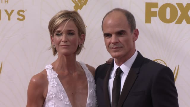 vídeos de stock e filmes b-roll de michael kelly at the 67th annual primetime emmy awards at microsoft theater on september 20, 2015 in los angeles, california. - microsoft theater los angeles