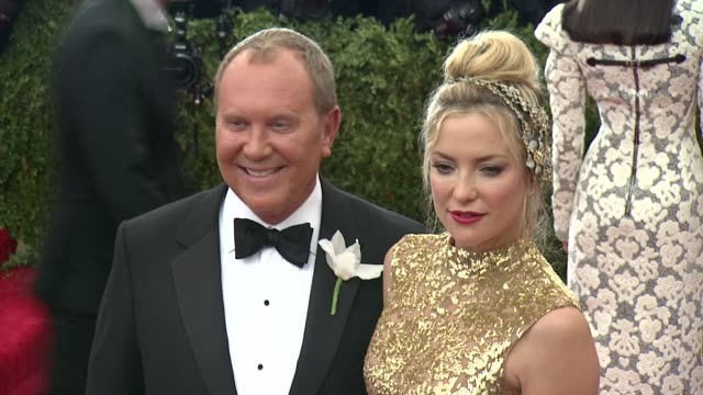 "michael kors and kate hudson at ""china: through the looking glass"" costume institute benefit gala - arrivals at metropolitan museum of art on may 04,... - 2015 stock videos & royalty-free footage"