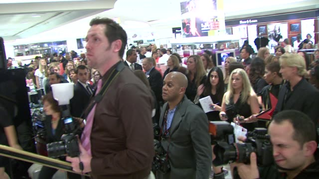 michael kors debra messing and fans at the michael kors debra messing bring hollywood to macy's herald square at new york ny - debra messing stock videos and b-roll footage