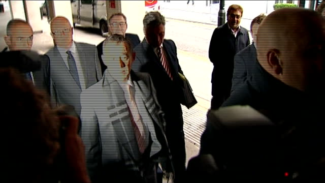 day 1 england manchester manchester crown court photography** michael le vell arriving at court surrounded by press scrum le vell surrounded by... - マイケル レ ベル点の映像素材/bロール