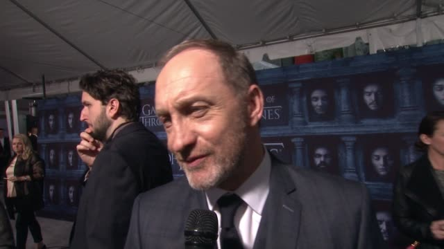 interview michael mcelhatton on that he's here at the tcl chinese theater and what it means to have his show premiere at such an iconic hollywood... - tcl chinese theater stock-videos und b-roll-filmmaterial