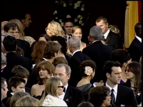 vídeos de stock e filmes b-roll de michael mckean at the 2004 academy awards arrivals at the kodak theatre in hollywood california on february 29 2004 - 76.ª edição da cerimónia dos óscares