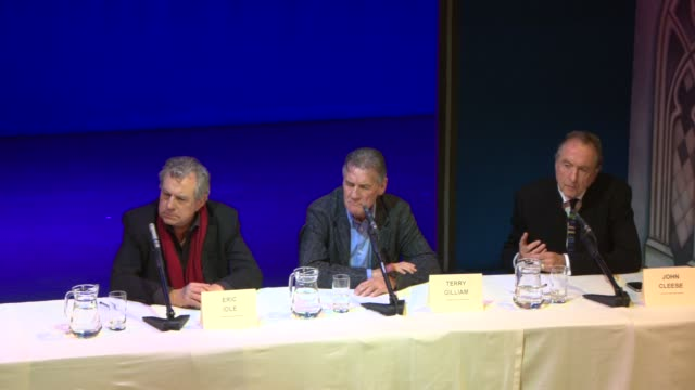 michael palin, john cleese, eric idle on the material stored privately, the idea of a film at the monty python press conference at playhouse theatre... - テリー・ギリアム点の映像素材/bロール
