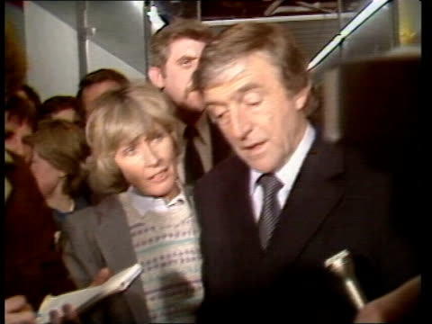 stockvideo's en b-roll-footage met michael parkinson and wife mary to remain at tvam london camden ms michael parkinson and wife mary walk towards parkinson intvw sof yes i am ts... - michael parkinson