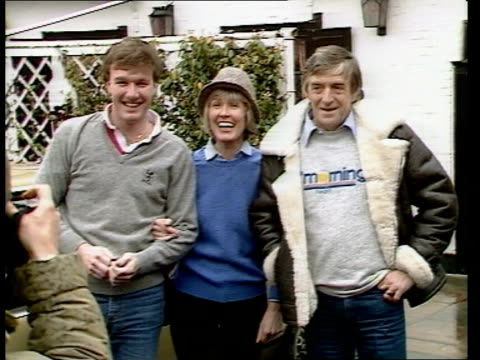 stockvideo's en b-roll-footage met michael parkinson and wife mary to remain at tvam naf bray ms mary and michael parkinson tvam presenter emerge from pub ms parkinson surrounded by... - michael parkinson