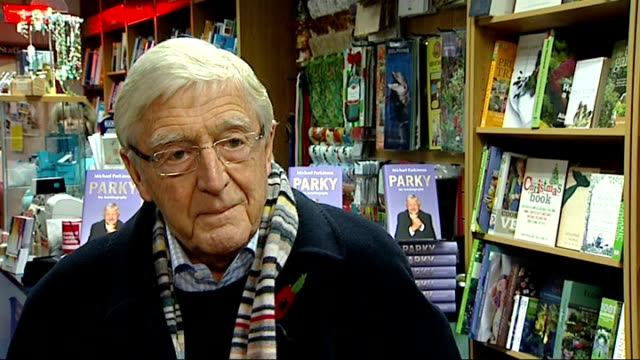 stockvideo's en b-roll-footage met michael parkinson interview int parkinson interview sot he did the honourable thing but i think it was ahead of the chop don't you there was no way... - michael parkinson