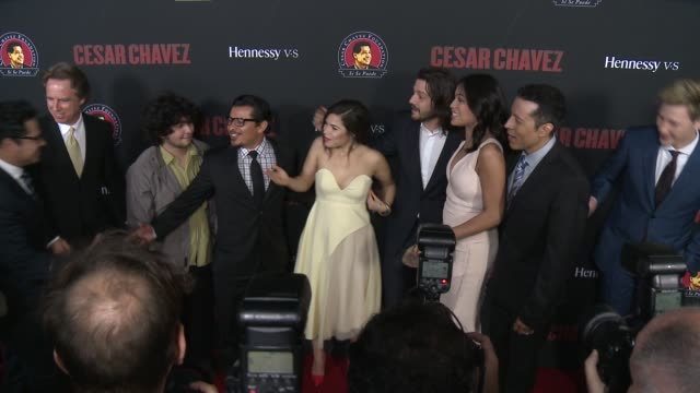 """michael peña, america ferrera, rosario dawson, diego luna - """"cesar chavez"""" los angeles premiere at tcl chinese theatre on march 20, 2014 in... - tcl chinese theatre stock videos & royalty-free footage"""
