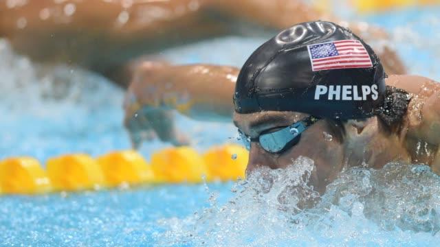 michael phelps es el atleta con mas medallas en la historia de los juegos olimpicos london united kingdom - hombres stock videos & royalty-free footage