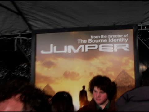 michael rooker at the 'jumper' premiere at ziegfeld theatre in new york new york on february 11 2008 - ジャンパー点の映像素材/bロール
