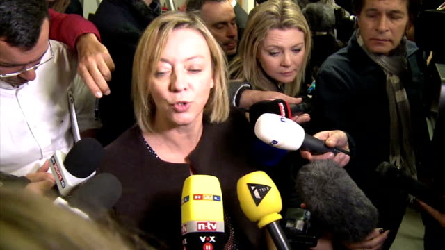 michael schumacher still being treated in hospital following skiing accident france grenoble grenoble university hospital int press scrum around... - grenoble stock-videos und b-roll-filmmaterial