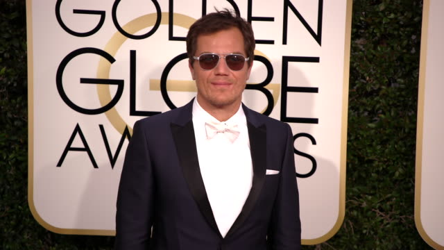 michael shannon at the 74th annual golden globe awards arrivals at the beverly hilton hotel on january 08 2017 in beverly hills california 4k - ビバリーヒルトンホテル点の映像素材/bロール