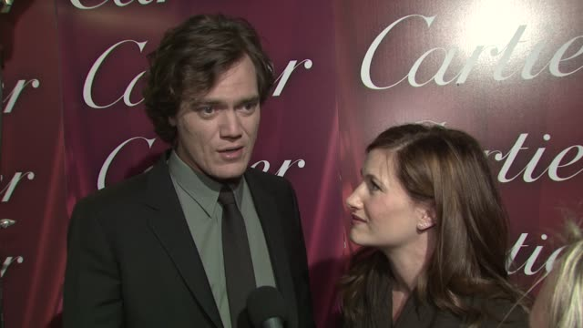 michael shannon & kathryn hahn on receiving the ensemble performance award with their revolutionary road cast, why it's a great way to kick off award... - キャスリン ハーン点の映像素材/bロール