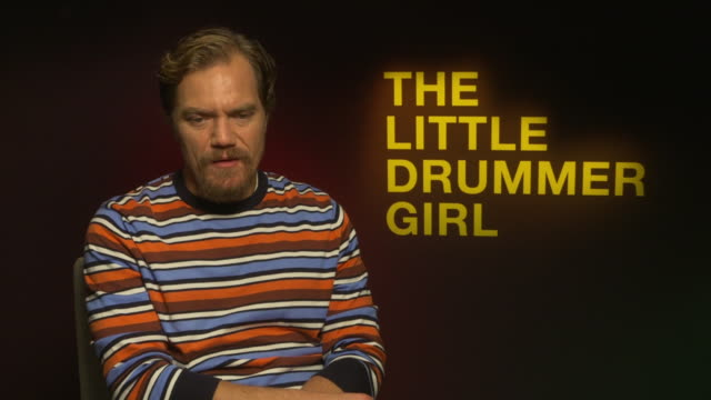 michael shannon on how the writing of john le carre is very different to most screenwriting around at 'the little drummer girl' interviews - 62nd bfi... - デビッド コーンウェル点の映像素材/bロール