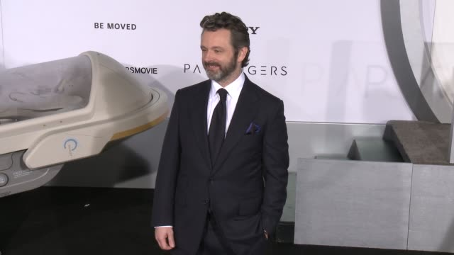 "michael sheen at premiere of columbia pictures' ""passengers"" in los angeles, ca 12/14/16 - michael sheen bildbanksvideor och videomaterial från bakom kulisserna"