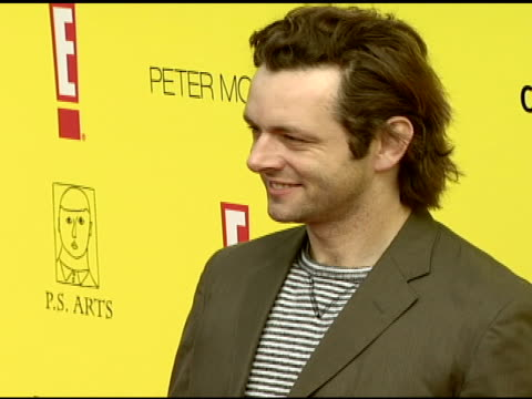 "michael sheen at the celebrating the 10th anniversary of ""express yourself"" - ps arts honors laurie david at null in santa monica, california on... - michael sheen bildbanksvideor och videomaterial från bakom kulisserna"