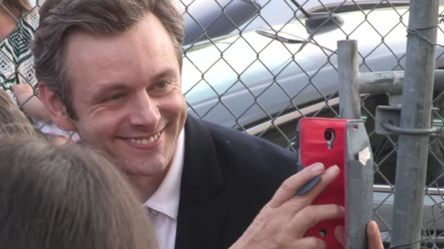 michael sheen at the jimmy kimmel studio in hollywood in celebrity sightings in los angeles, - michael sheen bildbanksvideor och videomaterial från bakom kulisserna