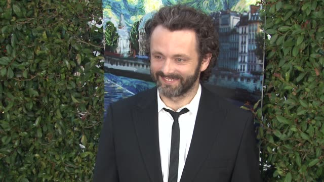 michael sheen at the los angeles premiere of 'midnight in paris' at beverly hills ca. - michael sheen bildbanksvideor och videomaterial från bakom kulisserna
