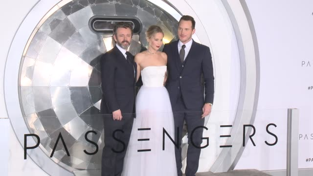 "michael sheen, jennifer lawrence, chris pratt at premiere of columbia pictures' ""passengers"" in los angeles, ca 12/14/16 - michael sheen bildbanksvideor och videomaterial från bakom kulisserna"
