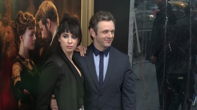 "michael sheen, sarah silverman at ""far from the madding crowd"" new york special screening presented by fox searchlight at the paris theatre on april... - michael sheen bildbanksvideor och videomaterial från bakom kulisserna"
