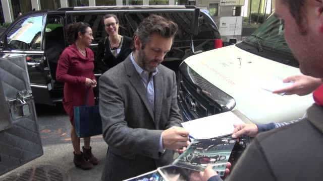michael sheen with fans at the siriusxm radio studio in new york, ny, on 9/25/13. - michael sheen bildbanksvideor och videomaterial från bakom kulisserna