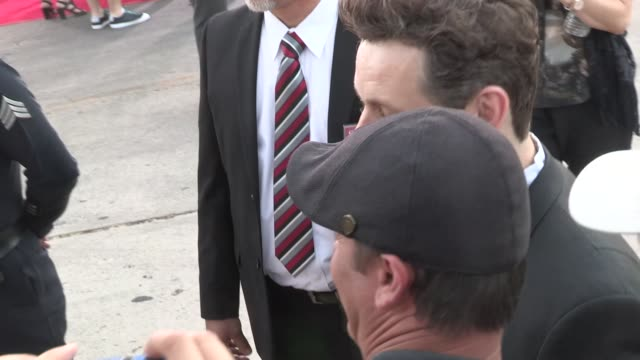 michael sheen greets fans at 'a million ways to die in the west' premiere in westwood at celebrity sightings in los angeles on may 15, 2014 in los... - michael sheen bildbanksvideor och videomaterial från bakom kulisserna