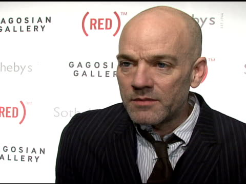 michael stipe on the attention of the auction at the bono and damien hirst paint the town red for aids in africa the auction at sotheby's in new york... - michael stipe stock videos & royalty-free footage