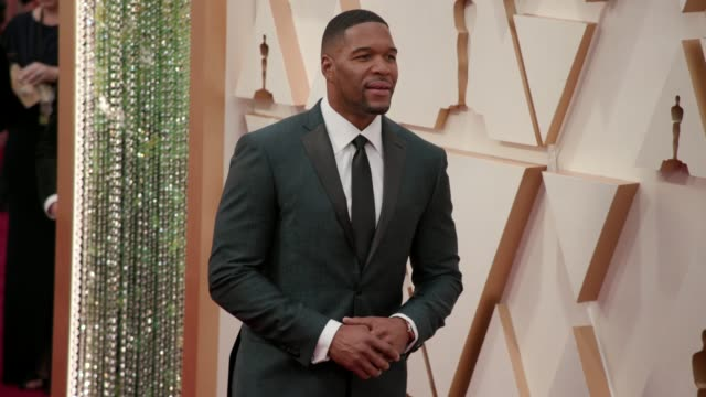 michael strahan at the 92nd annual academy awards at the dolby theatre on february 09, 2020 in hollywood, california. - ドルビー・シアター点の映像素材/bロール