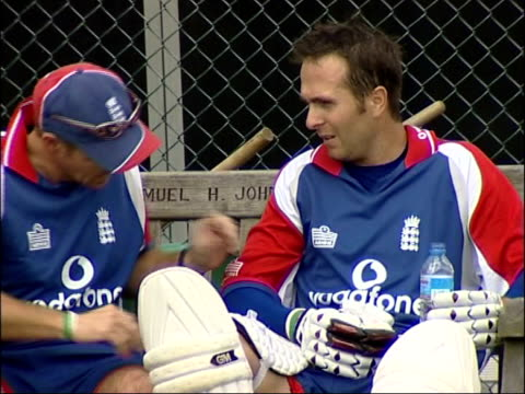 vídeos de stock e filmes b-roll de birmingham edgbaston ext michael vaughan sat on bench with england team member as injured elbow is looked at england players seen through netting as... - elbow